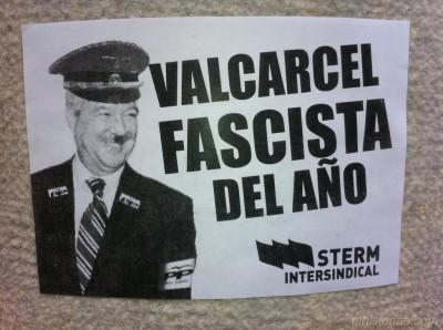 «Valcarcel fascista del año». Puerta del edificio Foro de Cartagena (antiguo edificio Banco de España)